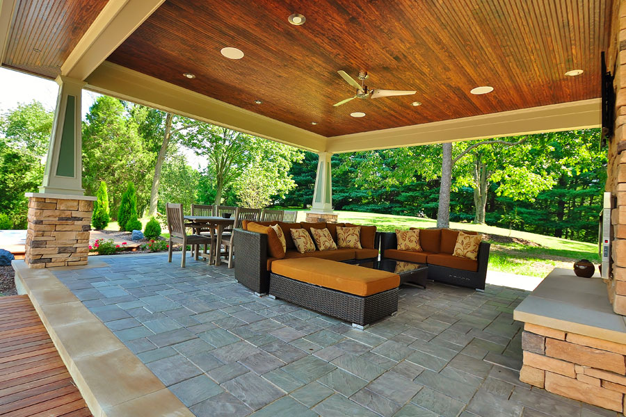 Outdoor living spaces gallery allison landscaping for Outdoor living space designs